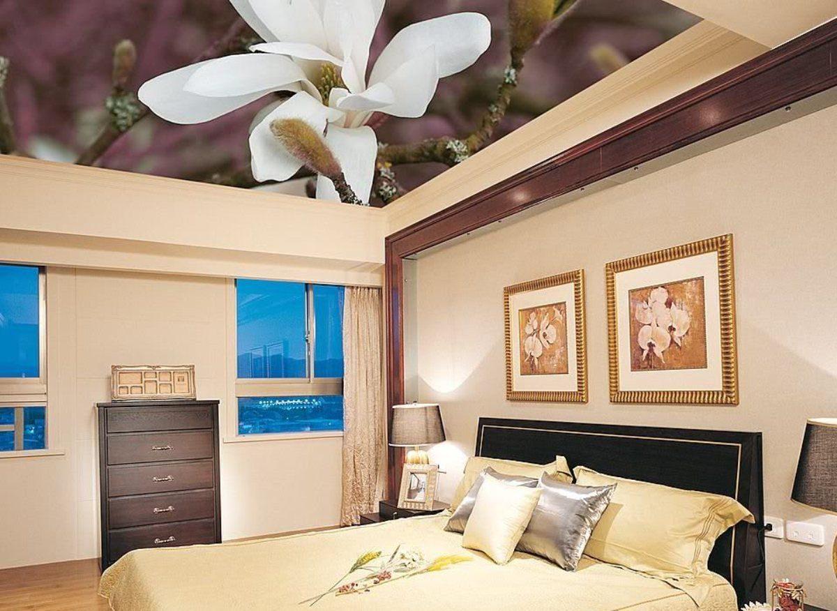 Натяжной потолок с фотопечатью в спальне фото